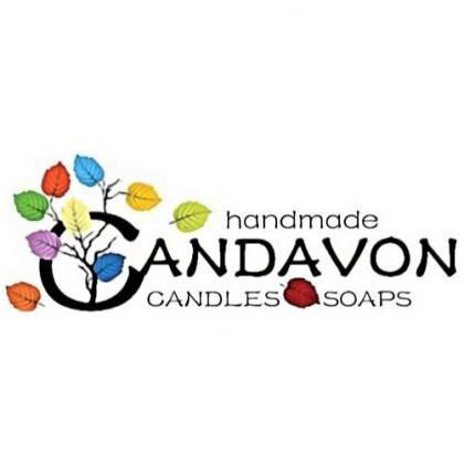 Värikkäitä lepän lehtiä. Teksti: Handmade Candavon candles and soaps.