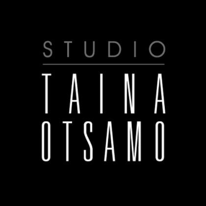 Valkoinen teksti mustalla taustalla: Studio Taina Otsamo.